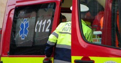 Un copil de 12 ani, rănit grav după ce a fost izbit de o mașină, a murit în drum spre spitalul din Siret