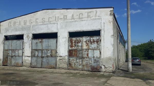 Platfoma TASA de pe strada Traian Vuia, a intrat în proprietatea primăriei, cu tot cu garajele care îl preamăresc pe Ceaușescu