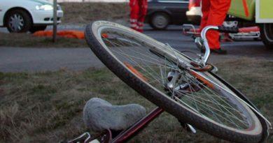 Biciclistă suceveancă de 24 de ani, cherchelită bine,  accidentată într-o intersecție  la Milișăuți
