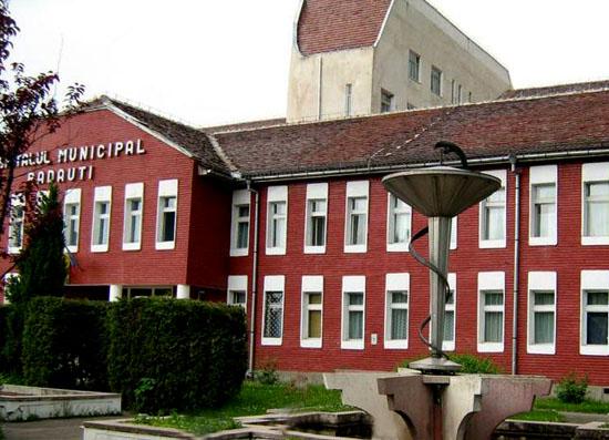 Reguli drastice pentru vizitatori la spitalul din Rădăuți, în contextul infecției generate de noul coronavirus. Măsurile de precauție suplimentare întreprinse de specialiști, la nivelul unității