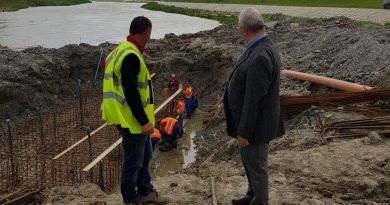 Lucrările la podul peste râul Suceava merg bine, sunt în grafic, anunţ făcut de primarul Ion Lungu