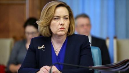 Carmen Dan şi-a dat demisia din funcţia de ministru. Presiunea străzii adusă în discuţii