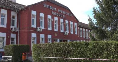 Nereguli la centrul de vaccinare anti-Covid -19 de la Spitalul Rădăuți. 563 persoane vaccinate preferențial. Medicul coordonator al centrului a fost amendat cu 5.000 lei