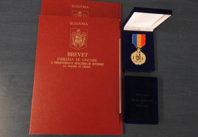 Doi jandarmi suceveni au primit Emblema de onoare a Ministerului Afacerilor Interne cu însemn de război