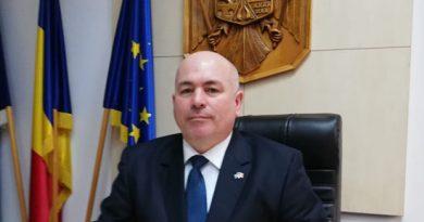 Cinci urși au fost semnalați numai azi în județul Suceava. Prefectul Iulian Cimpoeșu spune că numărarea urșilor și protejarea gospodăriilor de atacurile acestora se va face cu bani europeni